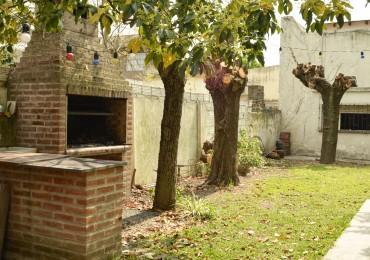 Venta Casa con PATIO, TERRAZA y QUINCHO, Victor Hugo 1400, Monte Castro